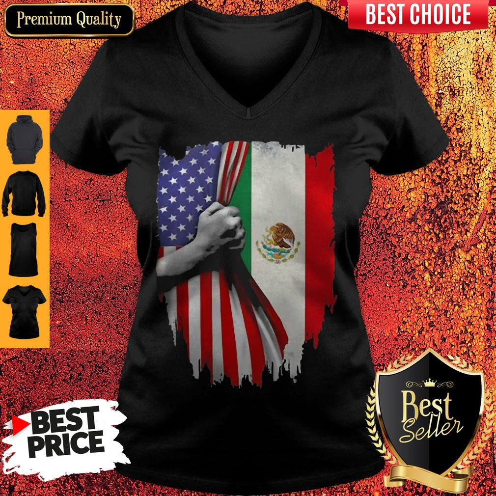 Nice Mexico And American Flag Veteran Independence Day hand V-neck